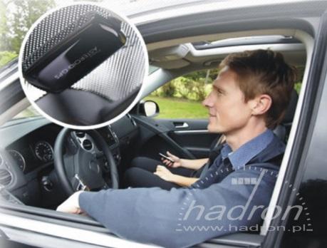 antena GPS pomaga określić pozycję pojazdu