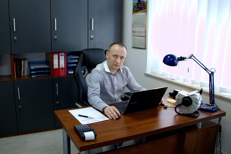 Paweł Ślubowski - szef - szefuje, a poza tym zna się na antyradarach, rejestratorach trasy i CB radiach