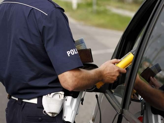 Pomiar trzeżwości policyjnym alkomatem