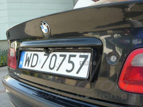 Kamera cofania w ramce tablicy rejestracyjnej BMW